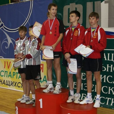 Победители и призеры парного турнира среди юношей. Фото: Александр Ерастов