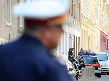 11 человек ранено в результате перестрелки сикского храма в Вене. Фото: SAMUEL KUBANI/AFP/Getty Images