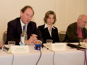 Едвард МакМиллан-Скотт, вицепрезидент Европейского парламента и член ЕП от Йоркшира и Хамбера, выступает на пресс-конференции в Лондоне во вторник, 28 апреля 2009 г. Фото: Эдвард Стефен /Великая Эпоха