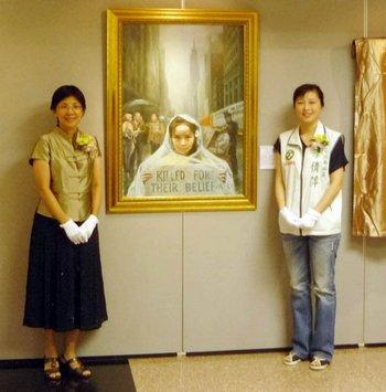 Профессор г-жа Чжан Синьхуа (слева) и член Совета округа Тайбэй г-жа Ли Сяньпин на церемонии открытия выставки
