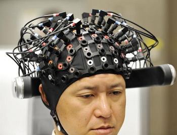 Новые возможности электроэнцефалографии позволяют японским ученым глубже заглянуть в неизведанные тайны мозга. Фото: OSHIKAZU TSUNO/AFP/Getty Images