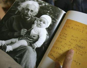 Историческая книга об Альберте Эйнштейне в Хебровском университете. Ерусалим. Фото: David Silverman /Getty Images
