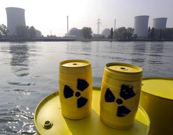 Торговля радиоактивными отходами или ядерная свалка в России. Фото: TORSTEN SILZ/AFP/Getty Images