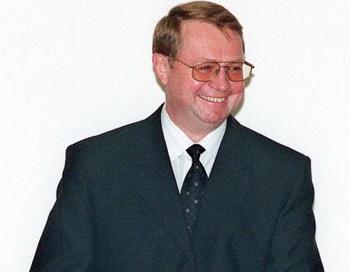 Председатель Счетной палаты Сергей Степашин пригрозил отзывать лицензии у банков, которые получили господдержку, но не снижают ставки . Фото: AFP/Getty Images News