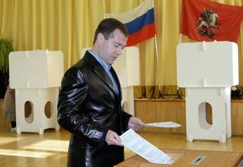 Президент Дмитрий Медведев принял участие в выборах в Мосгордуму. Фото: VLADIMIR RODIONOV/AFP/Getty Images