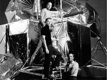 Астронавты Аполлона-14: Алан Шепард мл, Стюарт Руса и Эдгар Митчелл в 1970 году на макете корабля. Эдгар Митчелл рассказал британскому радио: НЛО - это реальность и правительства скрывают эту тайну. Фото: NASA/Getty Images