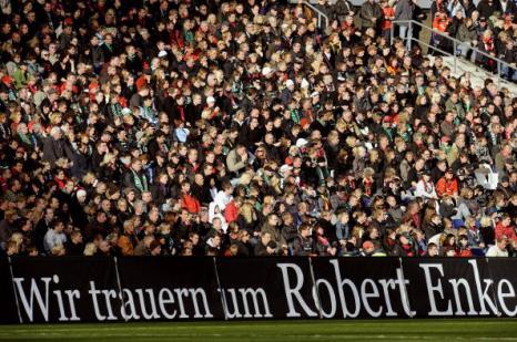 Германия простилась с Энке. Фото: DAVID HECKER, Sean Gallup /Getty Images Sport