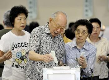 Япония, выборы: Непогода может сыграть против оппозиции. Фото: AFP