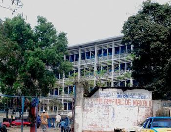 Здание больницы в Kinshasa, Конго.  Фото: ADIA TSHIPUKU/AFP/Getty Images