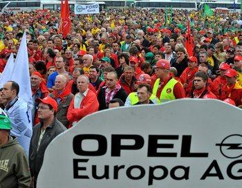 Профсоюзы заявили о намерении уже в четверг начать забастовки протеста. Фото: GEORGES GOBET/AFP/Getty Images
