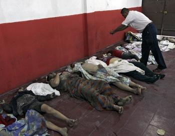 Погибшие в результате наводнения в Сан Мартине , в Сальвадоре. Фото: OSCAR RIVERA/AFP/Getty Images