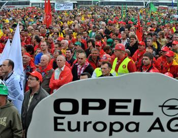 В настоящий момент на Opel работают около 50 тысяч человек по всей Европе, в том числе 5,5 тысяч на заводах Vauxhall (марка Opel) в Великобритании и 25 тысяч – в Германии. Фото: GEORGES GOBET/AFP/Getty Images