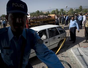 В результате  террористической атаки в Исламском университете в Исламабаде погибло семь человек, включая двух смертников. Фото  NICOLAS ASFOURI/AFP/Getty Images