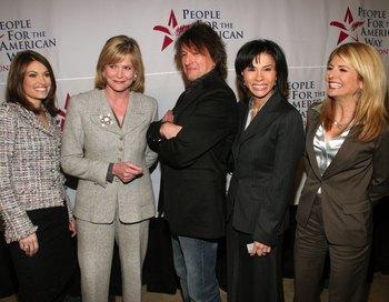 В честь гитариста американской рок-группы Bon Jovi Ричи Самборы назвали одну из улиц в городе Вудбридж, штат Нью-Джерси. Фото:  Thos Robinson/Getty Images