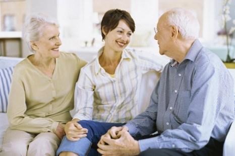 Разговор с родителями об их здоровье и финансах может быть успешен, если вы проявите заботу и сочувствие. Фото: George Doyle/Photos.com