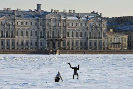 Школьная пора. Фото: OLGA MALTSEVA/AFP/Getty Images