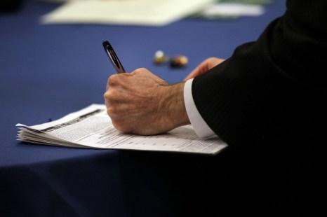 Те, кто ищет работу, посещают ярмарку вакансий в Нью-Йорке. Фото: Spencer Platt/Getty Images