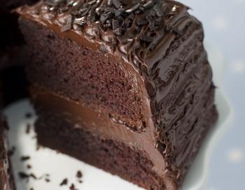 Шоколадный торт после выпечки. Фото: Photos.com