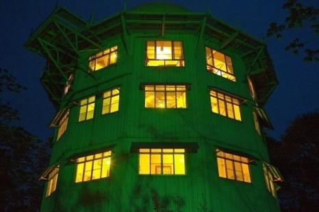 Башня Канопи привлекает посетителей со всего мира, чтобы понаблюдать за птицами и совершить прогулки на природе по тропическому лесу Панамы. (С.В. Эллис)