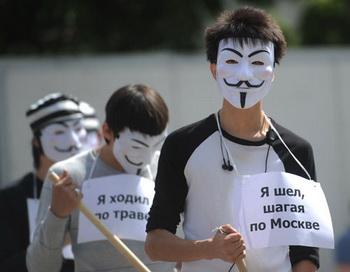 Участники акции против ужесточения наказания за нарушения на массовых мероприятиях «Нет репрессивным поправкам в законодательство о митингах» в Новопушкинском сквере в Москве. Фото РИА Новости