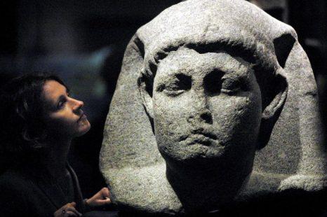 Одна из статуй Клеопатры в Лондоне, апрель 2001 г. Фото: Adrian Dennis/AFP/Getty Images
