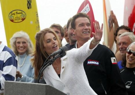 Арнольд Шварценеггер с супругой Марией Шрайвер во время избирательской кампании. 2003 год. Фото: ROBYN BECK/AFP/Getty Images