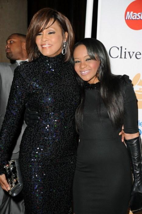 Уитни Хьюстон с дочерью Бобби Кристиной Браун на церемонии вручения наград «Грэмми». 2011 год. Фото: Jason Merritt/Getty Images