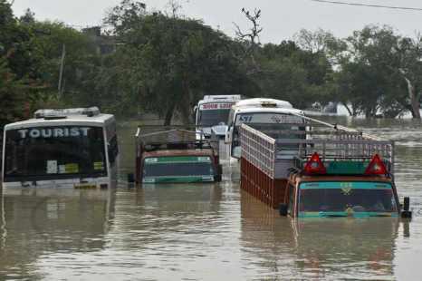 Проливные муссонные дожди в Северной Индии  унесли в  выходные дни более 70 жизней. Фото: PRAKASH SINGH/AFP/Getty Images