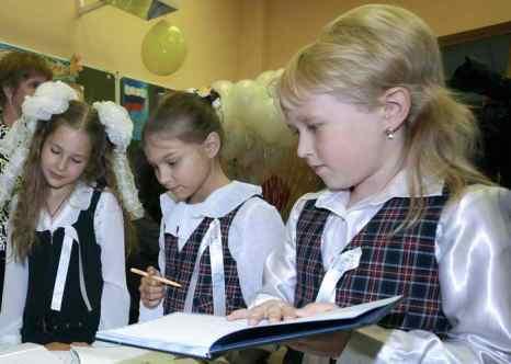 Дети в школе. Фото: MIKHAIL KLIMENTYEV/AFP/Getty Images