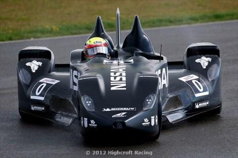 Оснащённый маленькими передними колёсами и обладающий вдвое меньшими, чем у обычных машин, массой и аэродинамическим сопротивлением, DeltaWing может добиться высокой производительности от более маленького двигателя, используя при этом меньше топлива. Фото: Highcroft Racing