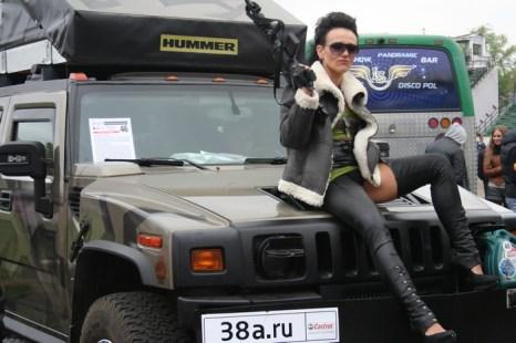 Группа подржки «военного» Хаммера. Фото: Оксана Торбеева/Великая Эпоха (The Epoch Times)