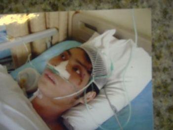 Сыну Цзи, Ли Шуаншуану,  в процессе сноса их дома нанятыми властями бандитами было нанесено 13 ударов ножом. Фото предоставлено семьей