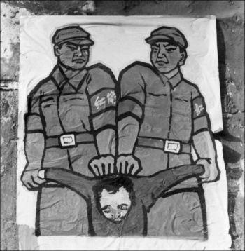 На этом плакате отображаются события конца 1966 года в Пекине. Здесь показано, как обращались с, так называемыми, «врагами народа» во время «Культурной революции». Фото: Jean Vincent/AFP/Getty Images