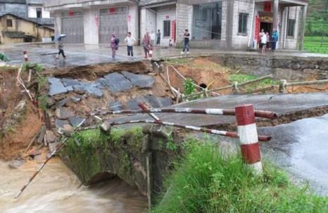 Тайфун «Фанаби» свирепствует в Китае. Фото с kanzhongguo.com