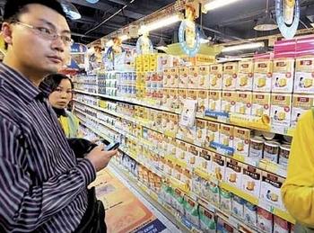 Молочные смеси китайской фирмы Synutra могут вызывать раннее половое развитие у младенцев. Фото с epochtimes.com