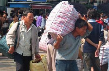 В Китае более 200 миллионов мигрирующих граждан. Фото: PETER HARMSEN/AFP/Getty Images