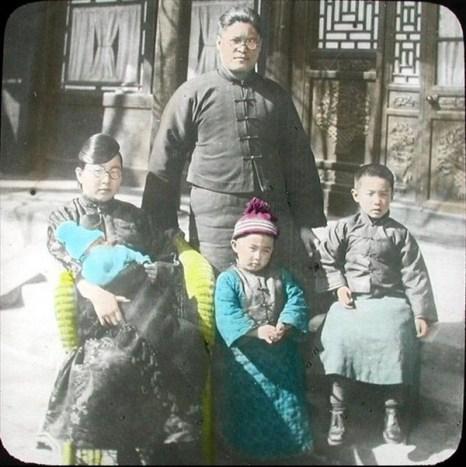 В школе христианской общины. Город Яньтай провинции Шаньдун. Династия Цин. Фото с kanzhongguo.com