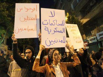 Чего боится КПК: египтяне протестуют против военных испытаний. 27 марта в центре Каира прошла демонстрация,  призывающая  к реформам. Китайский режим хочет дискредитировать пример народов ближневосточных стран, потребовавших участие в управлении своих государств. (Khaled Desouki / AFP / Getty Images)