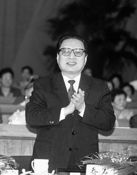Цяо Ши на открытии 7-го Всекитайского собрания народных представителей в 1993 году. Фото: Manuel Ceneta/AFP/Getty Image
