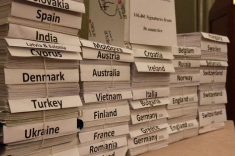 166 461 подпись граждан 36 стран были собраны под петицией правозащитной организации «Врачи против насильственного извлечения органов» (DAFOH). Петиция призывает ООН провести расследование и осудить насильственное извлечении органов у узников совести в Китае. Фото: Tanghong/The Epoch Times
