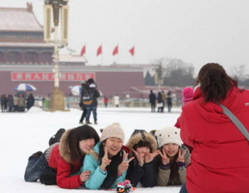 Первый снег на площади Тяньаньмэнь – «Врат Небесного Покоя». Фото: STR/AFP/Getty Images