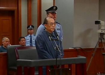 Опальный бывший министр железных дорог Лю Чжицзюнь ждёт приговора за коррупционные действия. Фото: AP Photo/CCTV via AP Vide