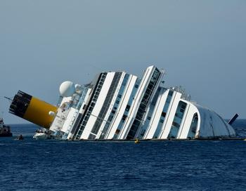 Costa Concordia. Фото: VINCENZO PINTO/Getty Images
