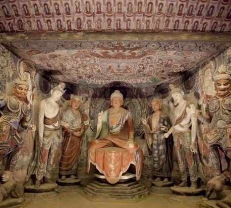 Буддийская семёрка в главной нише пещеры «Могао 45», период Тан (705-781 гг.). Копия из стекловолокна Чжан Ли и Ли Лина, 2004 год. Фото: Samira Bouaou/Epoch Times