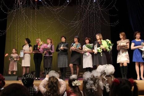 Награждение почётными грамотами и памятными подарками руководителей студий и ателье моды. Фото: Нина Апёнова/Великая Эпоха (The Epoch Times)