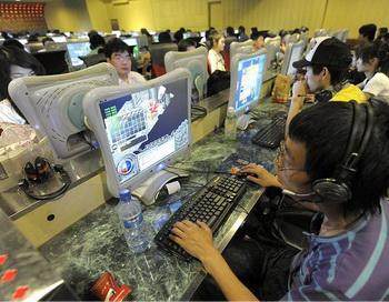 Китайские пользователи Интернет в Интернет-кафе в Пекине. Фото: Liu Jin/ AFP/Getty Images