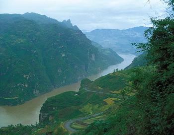 Воды реки Янцзы загрязнены химикатами. Фото сайта: russianla.com