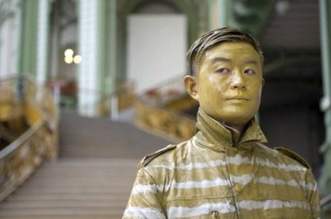 Китайский художник-невидимка в Париже. Фото: Бэртранд Ланглуа / AFP / Getty Images