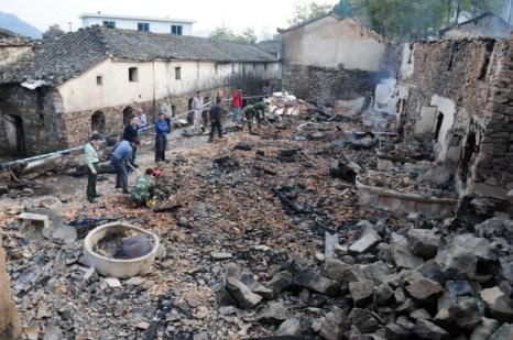 В результате пожара 72 дома сгорели дотла. Фото:ChinaFotoPress/Getty Images