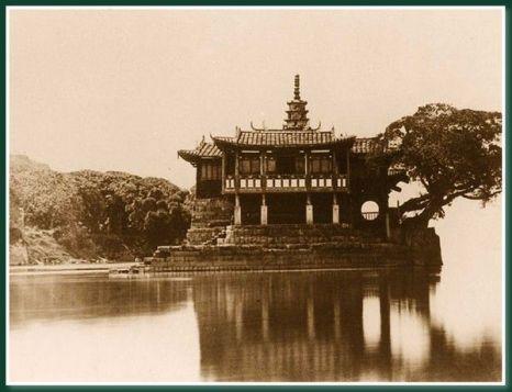 Храм «Золотая гора».Город Фучжоу. 1860 год. Фото: Теодор Джонс